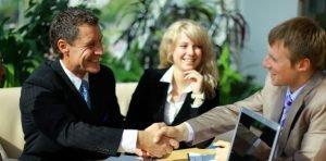 Advogados fechando parceria