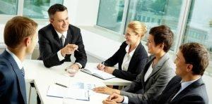Profissionais numa reunião no escritório